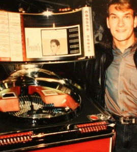 Patrick Swayze and a jukebox, not engaged in a juke off.
